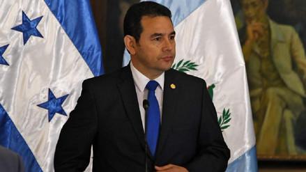 Masajes, ropa y gorras de golf, los lujos que el Estado paga al presidente de Guatemala