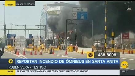 Un bus se incendió cerca al peaje del puente Santa Anita