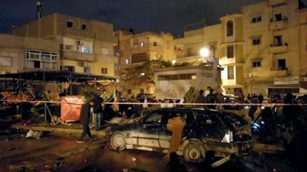 Al menos treinta muertos tras doble atentado en Libia