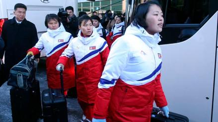 Las primeras atletas norcoreanas llegaron a Corea del Sur para los JJOO de PyeongChang