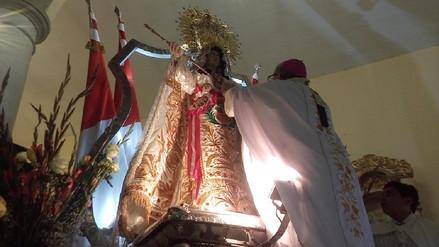 Imponen 'Medalla Pontificia' a la Virgen de las Mercedes de Paita