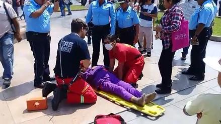 Trujillo: mujer cae en desnivel de plaza de armas