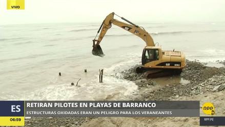 Retiran los pilotes de fierro abandonados en las playas Los Baños y Barranquito