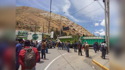 Productores de papa iniciaron paro con bloqueo de vías en regiones del país