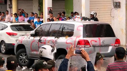 Rafael Correa fue retenido por una turba en una actividad de campaña