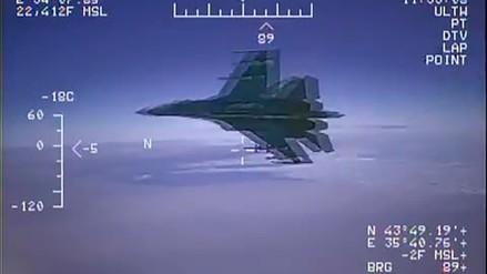 Video | Un caza ruso voló a 1.5 metros de un avión estadounidense