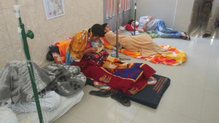 Chiclayo: pacientes duermen en el piso por falta de camillas