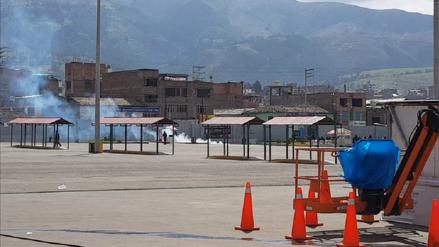 Agricultores se enfrentan a la Policía en centro comercial de Huancayo