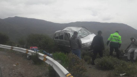 Despiste y vuelco de minivan deja 14 heridos en la vía a Chivay