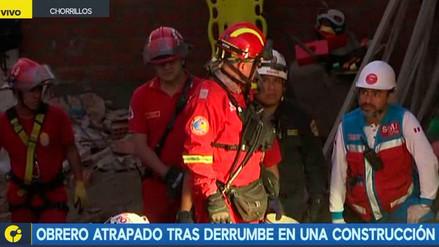 Rescatan a obrero de construcción que quedó atrapado bajo derrumbe en Chorrillos