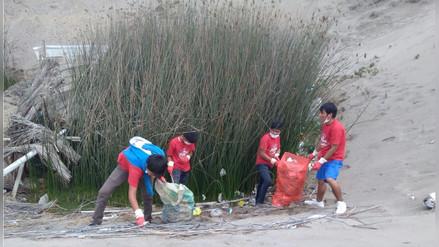 Realizan jornada de limpieza en pozas de totora en Huanchaco