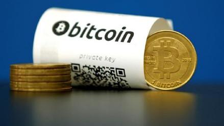 Bitcoin cayó más de 10% el lunes y se acercó a mínimos de tres meses