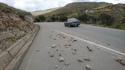 La ruta Jauja-Tarma continúa con rocas que dejaron agricultores