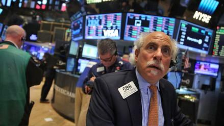 Acciones de Wall Street siguen cayendo tras desplome del lunes