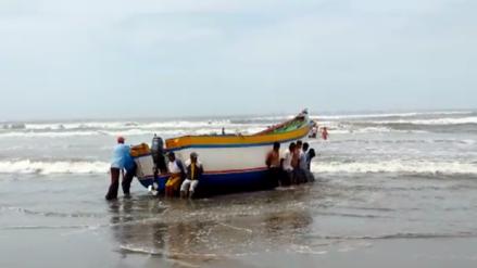 Prohíben uso de cargadores frontales para ingresar y retirar embarcaciones pesqueras