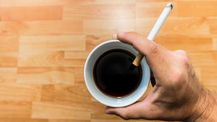 Café caliente y cigarrillos, una combinación peligrosa para tu salud