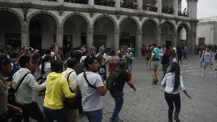 Hinchas chilenos ocasionaron incidente en Plaza de Armas de Arequipa