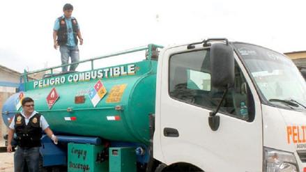 Delincuentes roban cinco mil galones de petróleo de cisterna en Arequipa