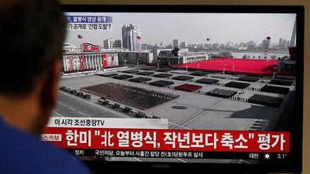 Kim Jong-un presidió el desfile militar por el aniversario del Ejército