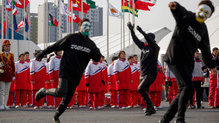 Deportista norcoreanos fueron recibidos con bailes en Corea del Sur