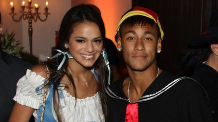 Bruna Marquezine homenajea a Neymar en el Carnaval de Rio de Janeiro