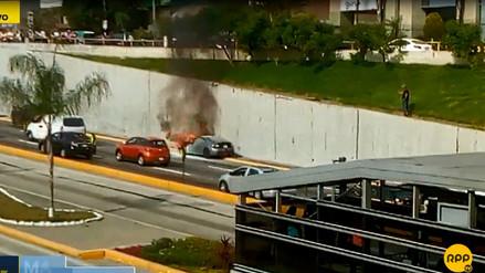 Un auto se incendió en la Vía Expresa