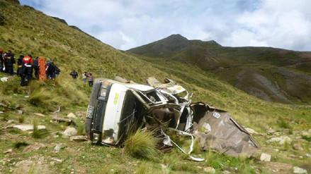 Un muerto y nueve heridos dejó caída de camioneta a abismo en San Martín