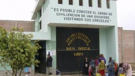 Hallan cadáveres de mujer y recluso en celda de penal La Cantera