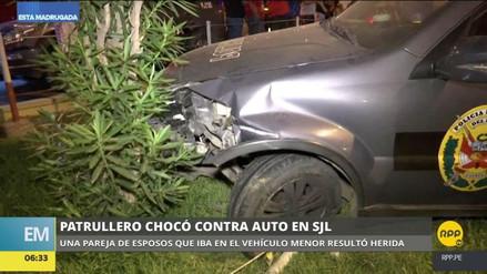 Un patrullero policial chocó contra un automóvil en San Juan de Lurigancho