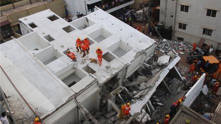 Un edificio en construcción se desplomó en bloque en la India y mató a tres personas