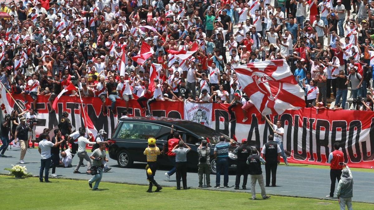 El Perú despidió a Daniel Peredo en el Estadio Nacional