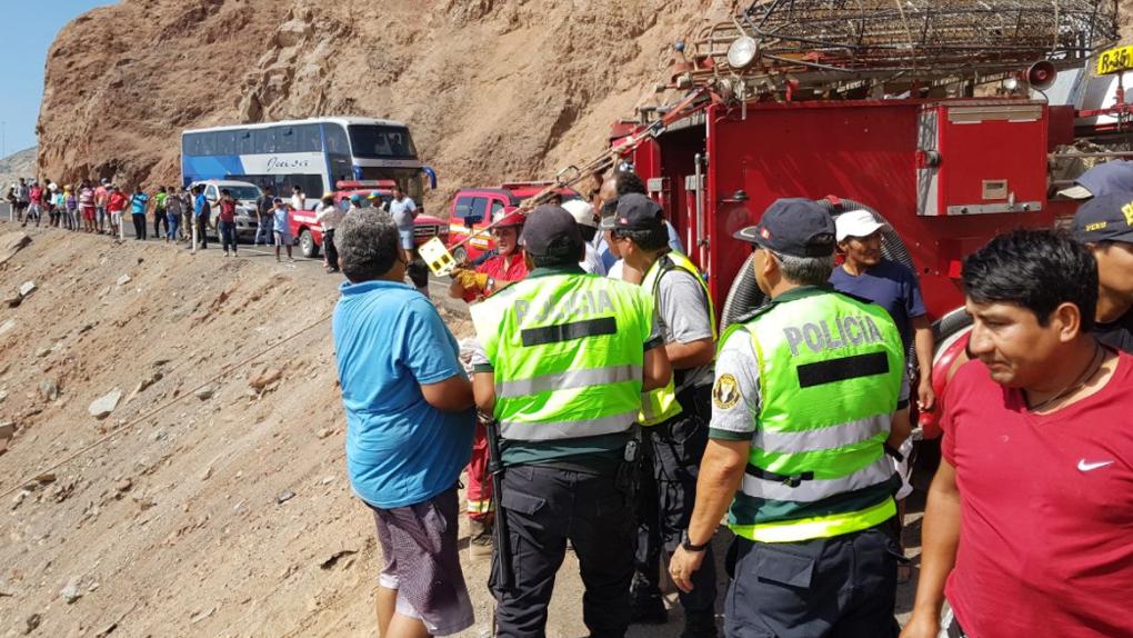 44 muertos y más de 20 heridos tras la caída de un bus a un abismo en Arequipa