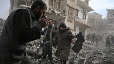 Al menos 250 civiles murieron en Siria en tres días de bombardeos a zona rebelde