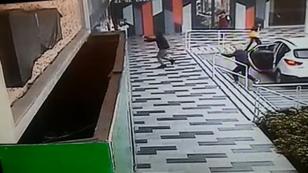 Cámara de seguridad muestra cómo asaltaron una agencia bancaria en Surco