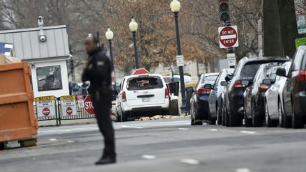 Cierran la Casa Blanca tras el choque de un auto contra una barrera de seguridad