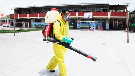Fumigan colegios de la provincia de Chiclayo para prevenir casos de dengue