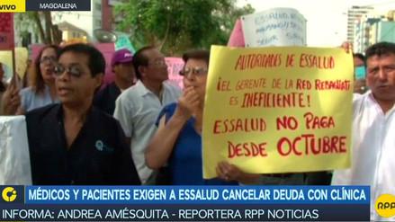 Médicos y pacientes exigen a Essalud cancelar deuda con clínica de Magdalena
