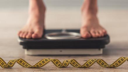 Hacer abdominales no ayuda a bajar de peso tras el embarazo