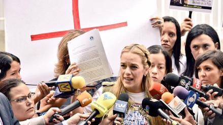 Esposa de Leopoldo López denuncia que el servicio de inteligencia ingresó a su casa