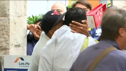 Hincha peruano burló seguridad y besó a Carlos Tévez en su ida al Estadio Nacional