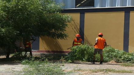 Personal de las Fuerzas Armadas realiza mantenimiento y limpieza de colegios en Piura