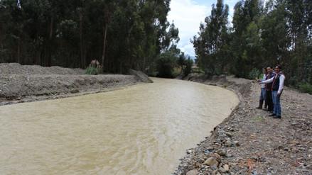 Descolmatan ríos de Jauja tras inundaciones de viviendas