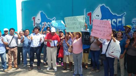Alcalde y pobladores protestan por deficiente servicio de agua en Ciudad Eten