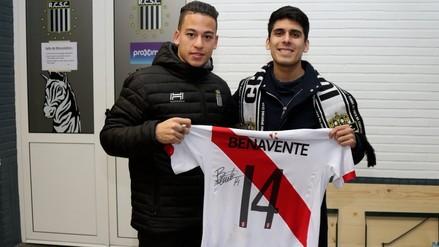 Cristian Benavente tuvo encuentro con un hincha peruano en Bélgica