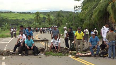 Productores de maíz de la región San Martín acatan huelga con bloqueo de vías