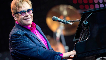 Elton John recibirá indemnización porque diario The Sun exageró un incidente con su perro