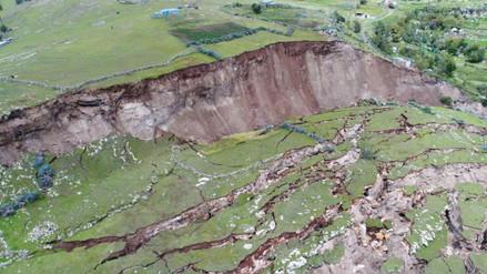 Dron capta impresionantes imágenes del deslizamiento en Chumbivilcas