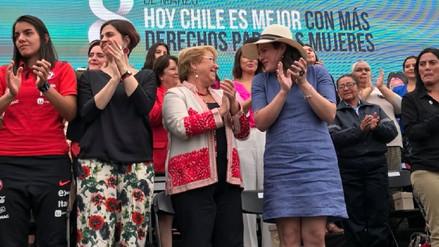 Bachelet celebró junto a la actriz transexual Daniela Vega el Día de la Mujer