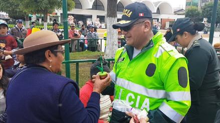 Policías entregaron presentes por el Día Internacional de la Mujer en Junín