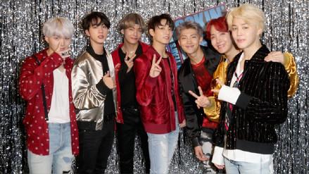 Grupo surcoreano BTS canta